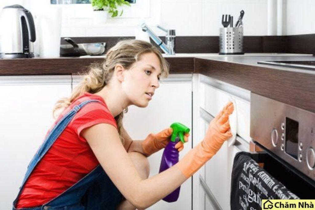Bạn hãy vệ sinh máy hút mùi đúng hướng dẫn